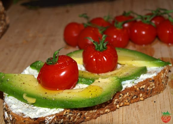 Tosta de aguacate y tomate cherry HortoGourmet